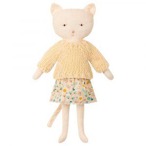 muñeca con forma de gatita