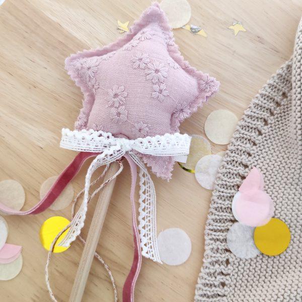 Varita mágica flor bordada lavanda