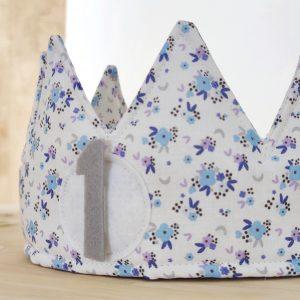 Corona cumpleaños florecitas azul