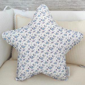 Cojín estrella florecitas azul