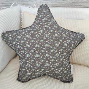 Cojín estrella florecitas gris