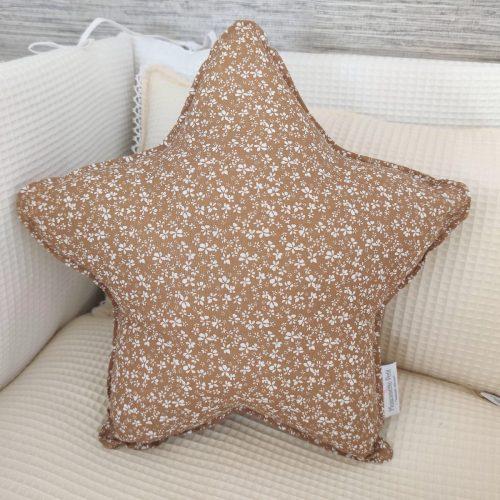 Cojín estrella florecitas toffee