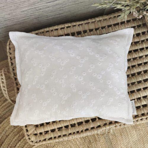 Cuadrante flor bordada blanca