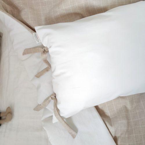 Cojín 40x60 cm blanco con lazos tartán Camel
