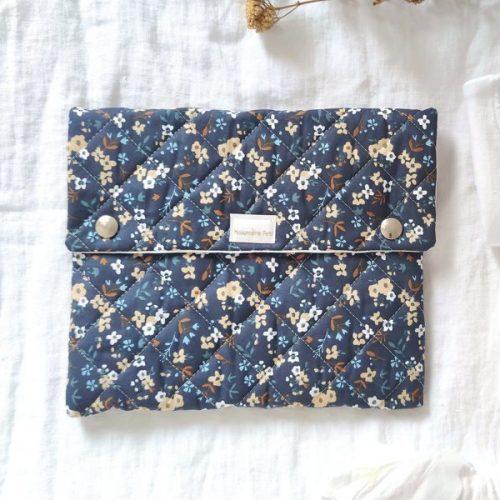 Bolsa de muda / portadocumentos flores azul oscuro guateado