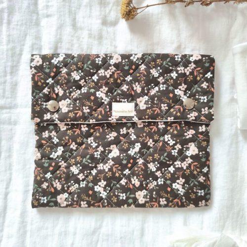 Bolsa de muda / portadocumentos flores chocolate negro guateado
