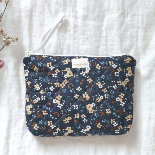 Neceser pequeño flores azul oscuro guateado